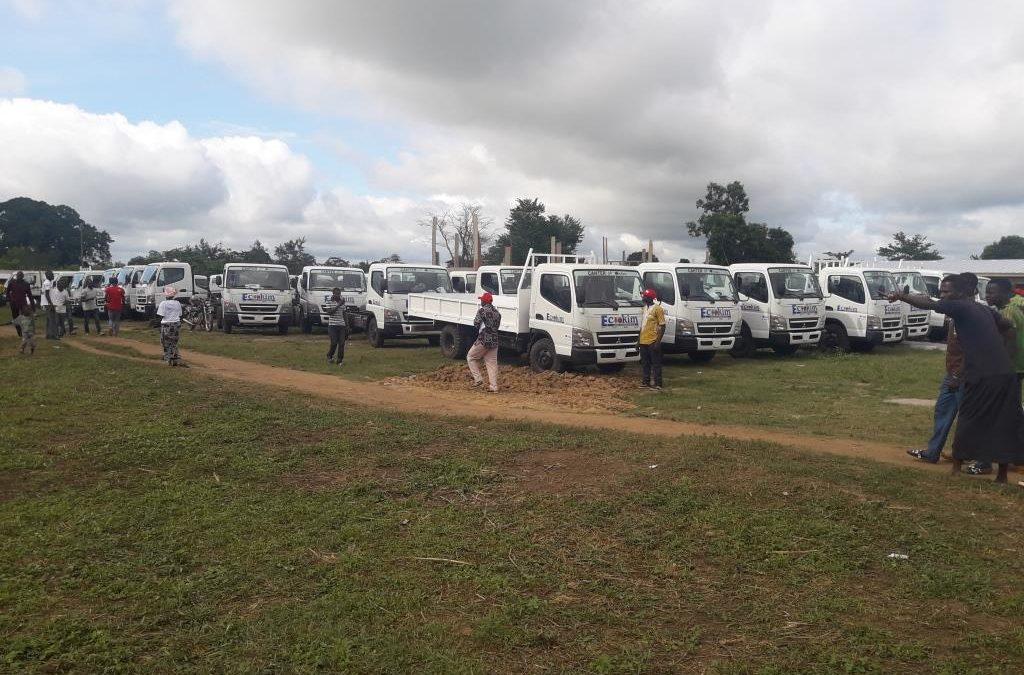 Remise de 51 véhicules neufs de collecte et d'un tracteur, inauguration de 5 écoles primaires et de 5 cantines ( Partenariat Fairtrade, Ferrero et Ecom)